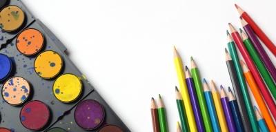 Peinture et crayons de couleur