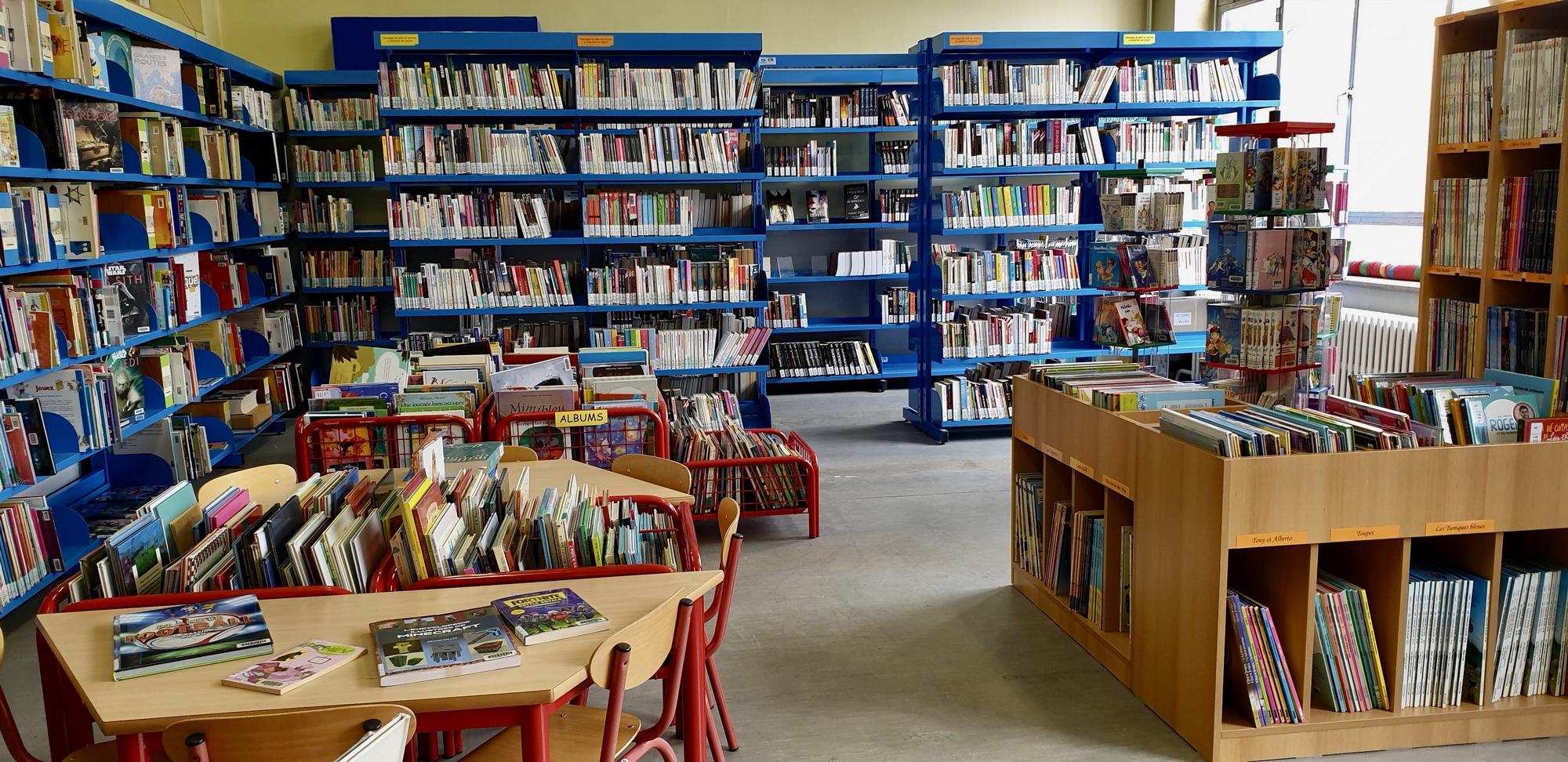 Rayonnages de la bibliothèque de Jumet