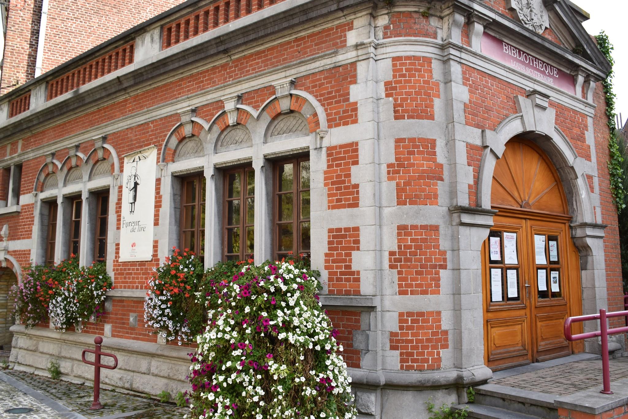 Photographie de la façade de la bibliothèque de Lessines