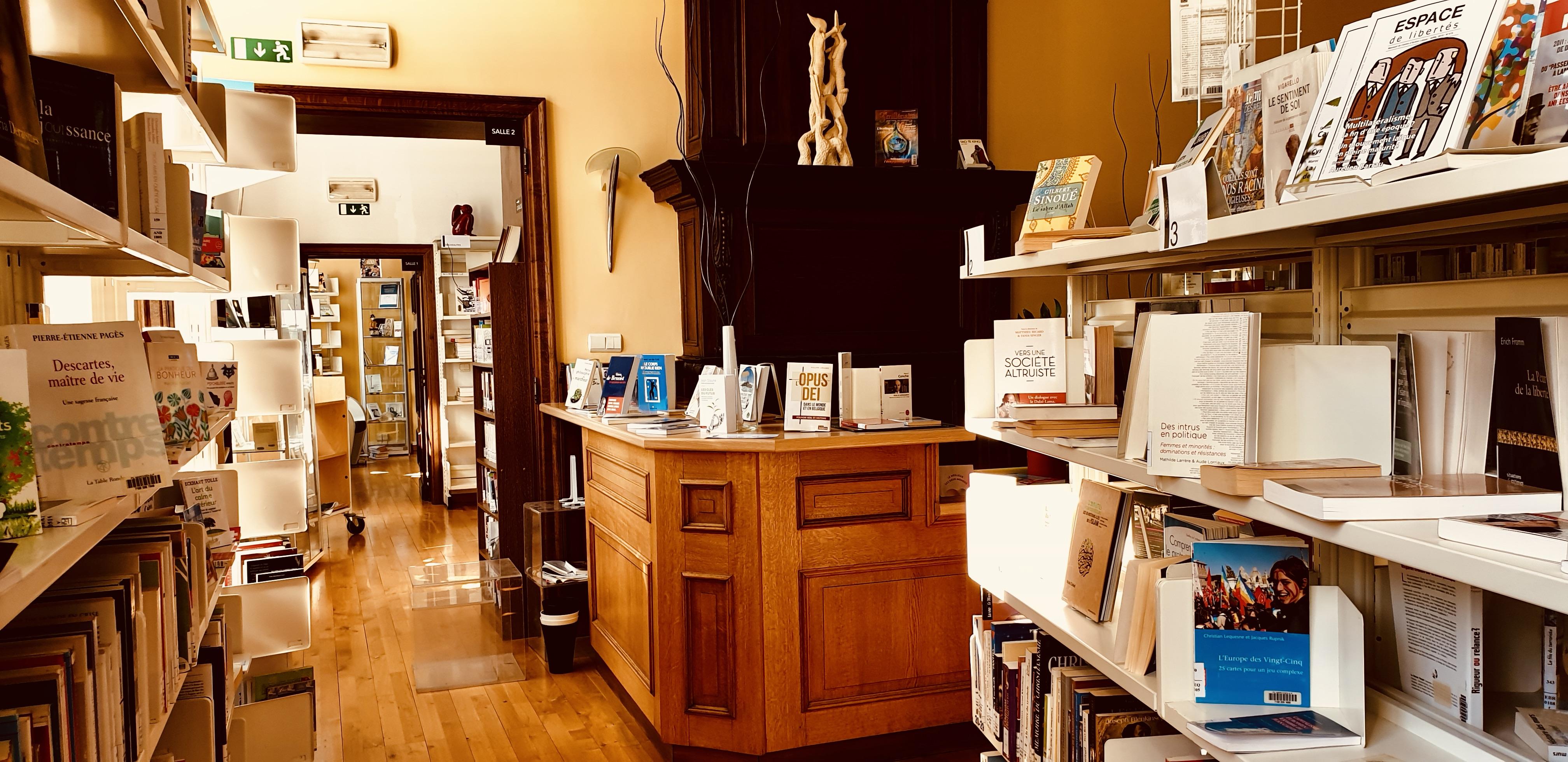 Rayonnages de la bibliothèque de Marchienne-au-Pont