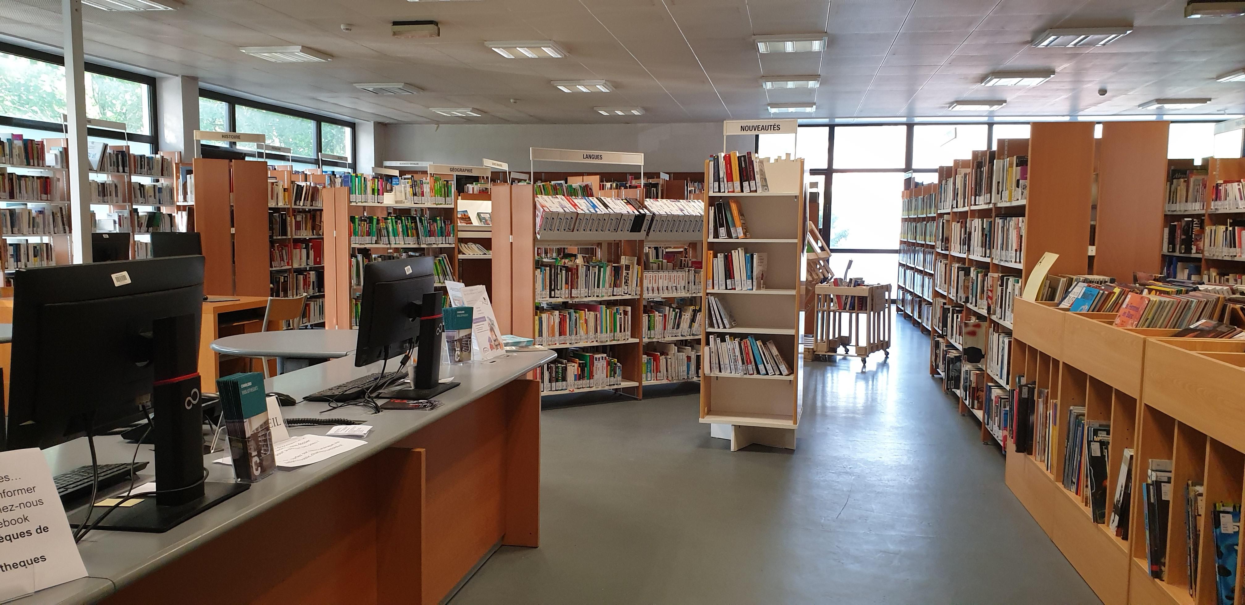 Section adulte de la bibliothèque Rimbaud à Charleroi